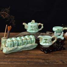 青瓷浮雕迎客松茶具